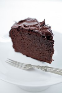 Naked-Chocolate-Cake-Graded-White-2736-652x978